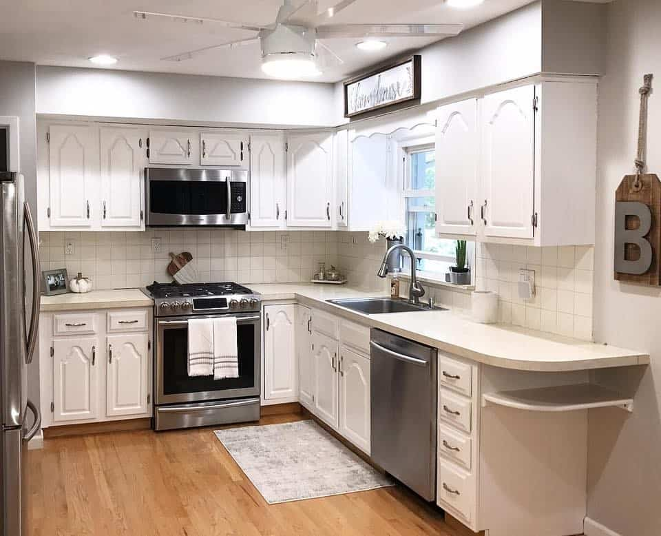 DIY, DIY Kitchen Cabinets, DIY Cabinet Paint, Cabinet Transformation, Home DIY, Painting, Benjamin Moore Paint, Chantilly Lace