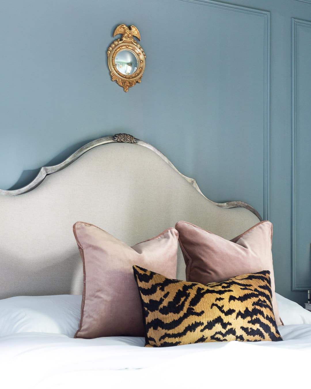 blush-pink-velvet-tigre-pillow