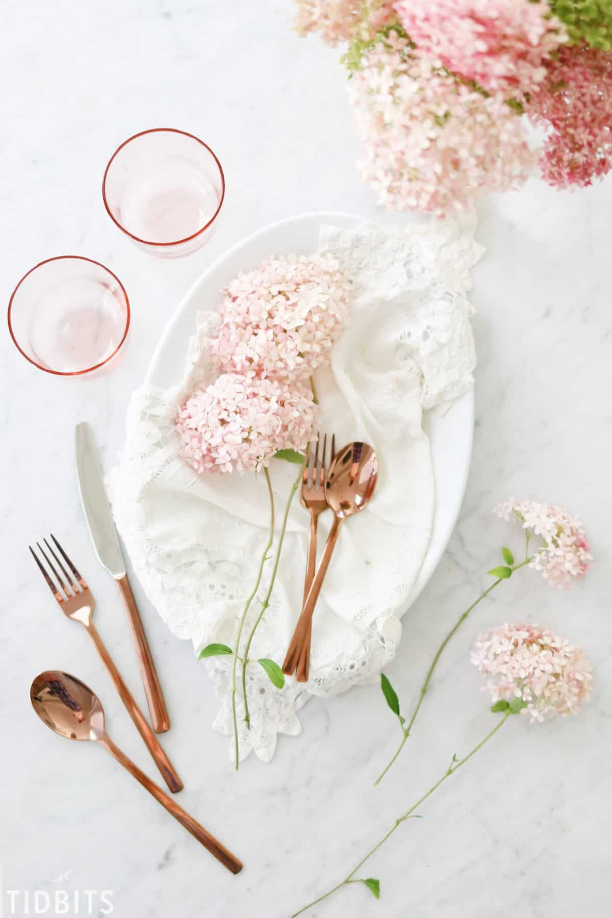 blush-pink-decor-tablescape