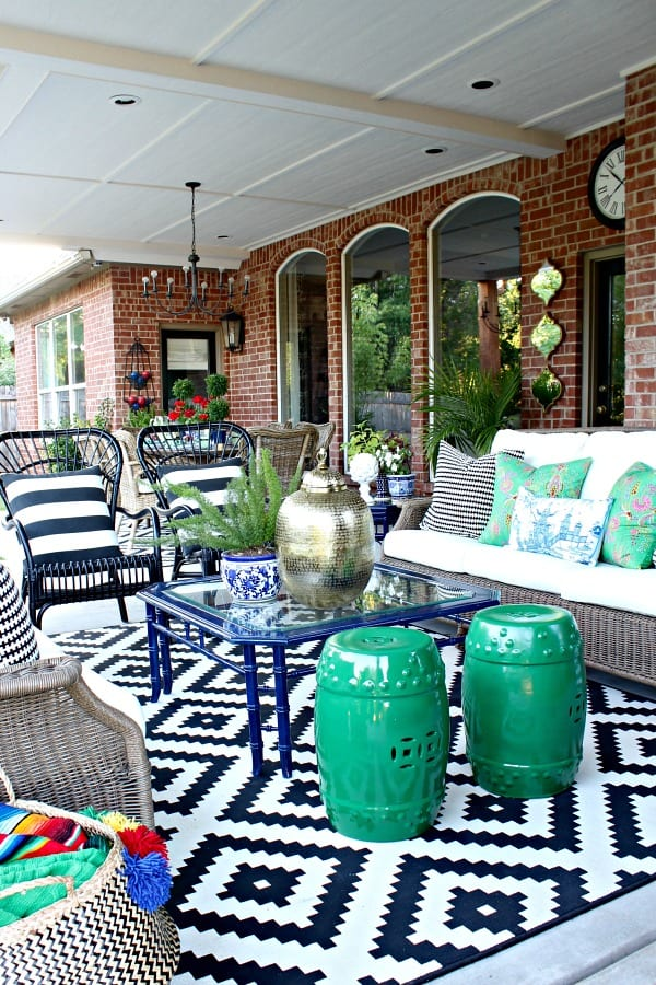 black-white-patio-decor