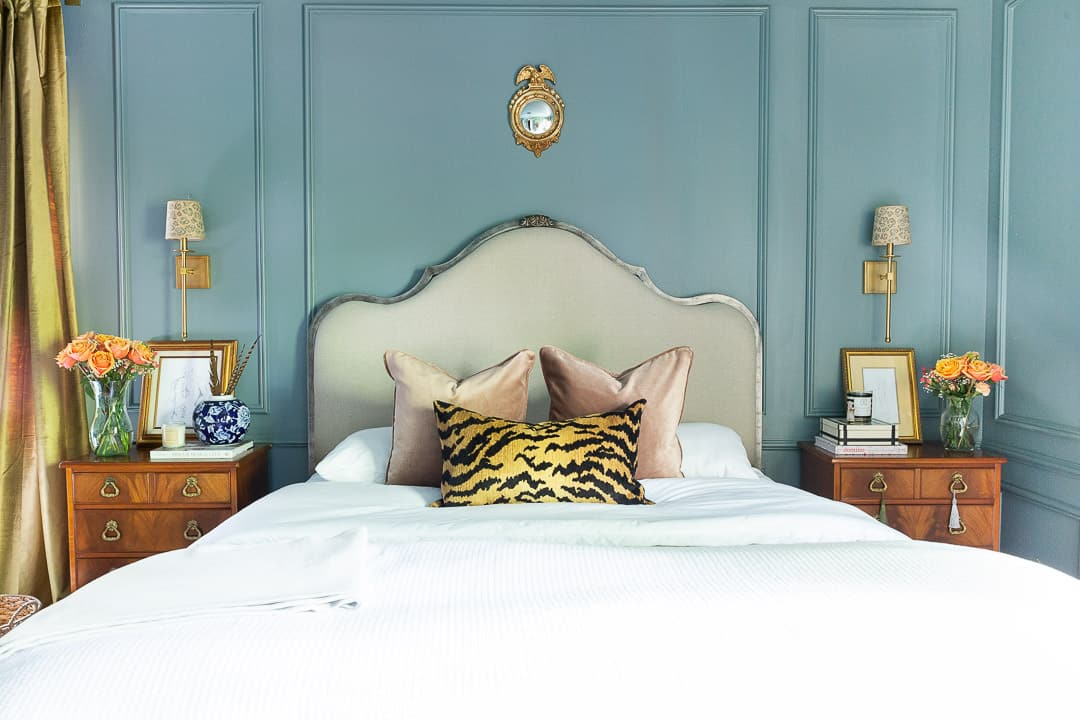 styled-bedroom-accent-pillows