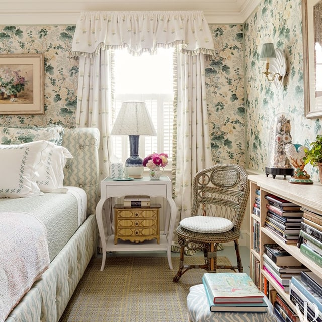lee-jofa-hollyhock-bedroom