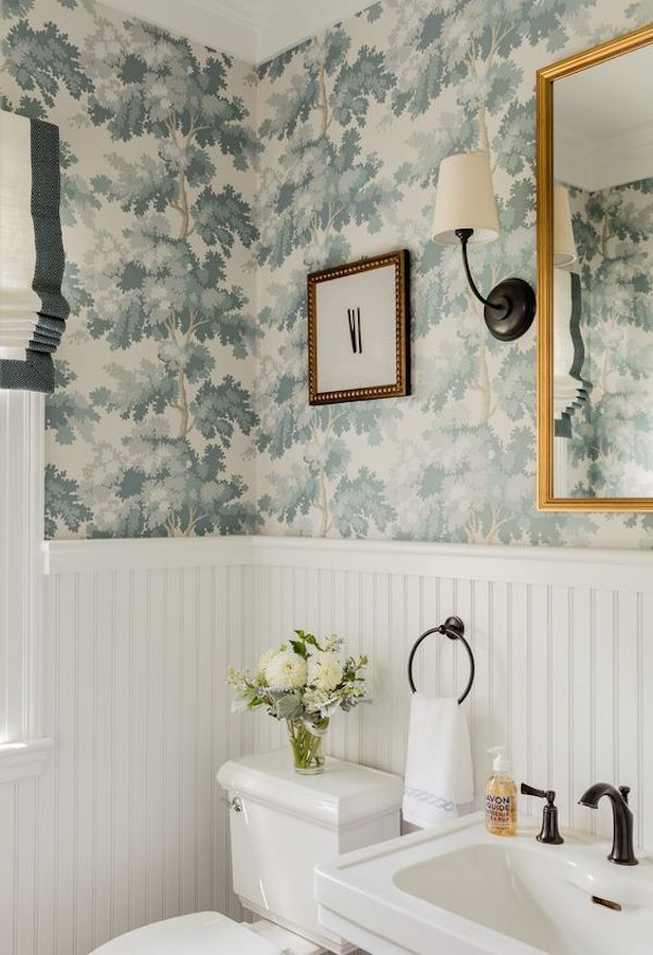 wallpaper-bathroom-wainscoting