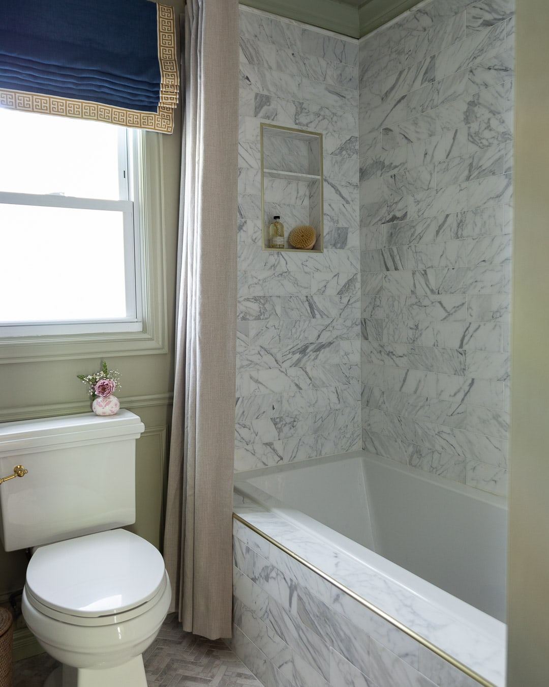 gold-calacatta-marble-shower-tile