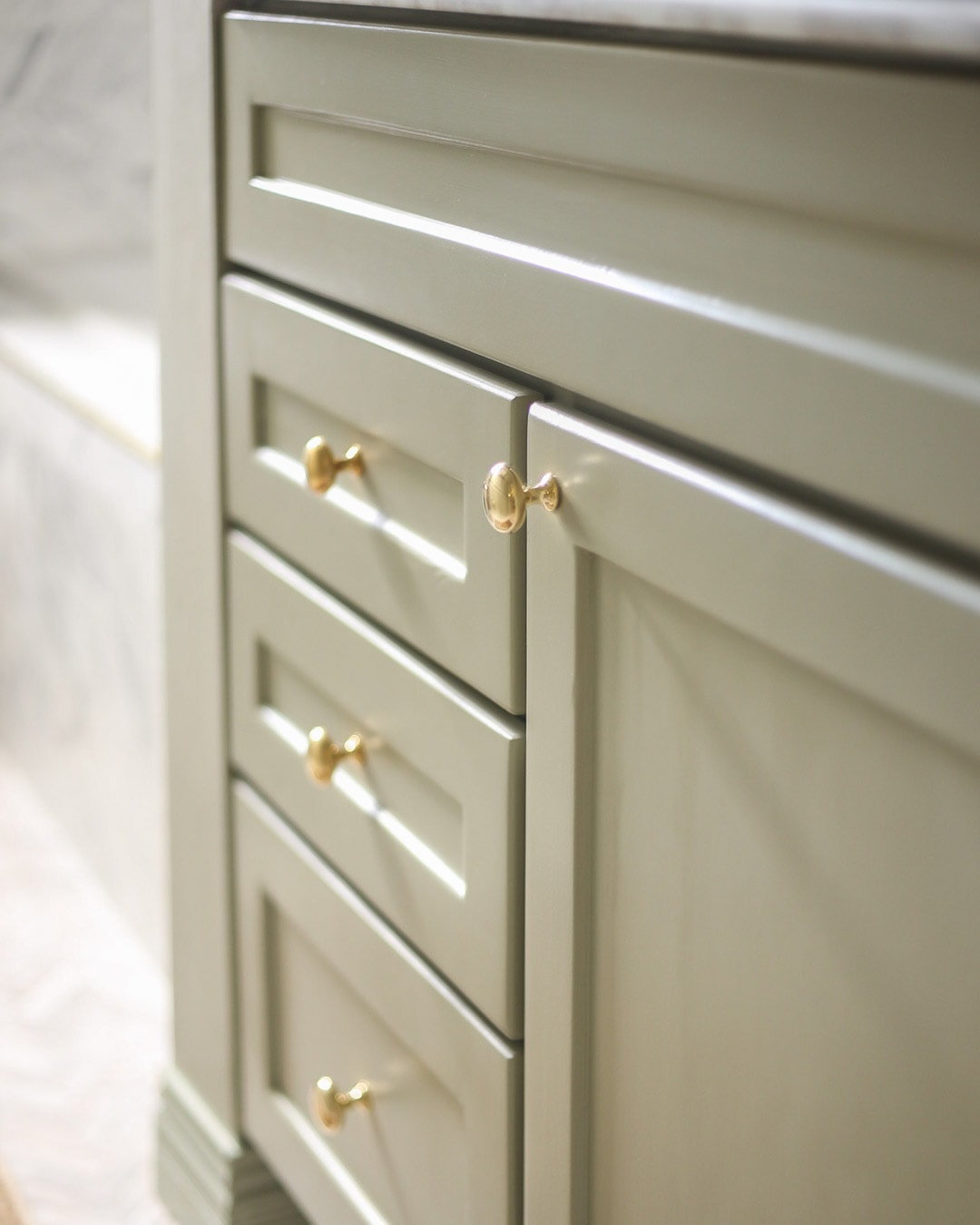 emtek-providence-cabinet-knob-unlacquered-brass