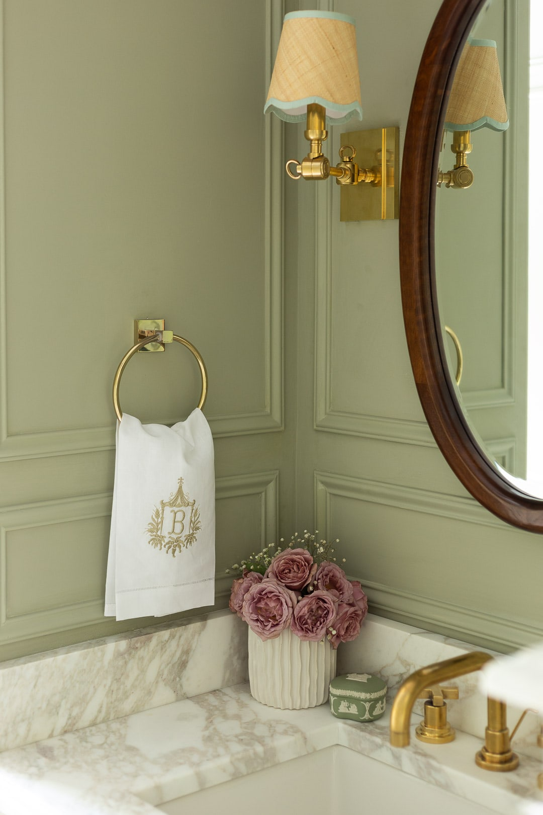 brass-faucet-sconces-marble-vanity-modern-traditional-bathroom