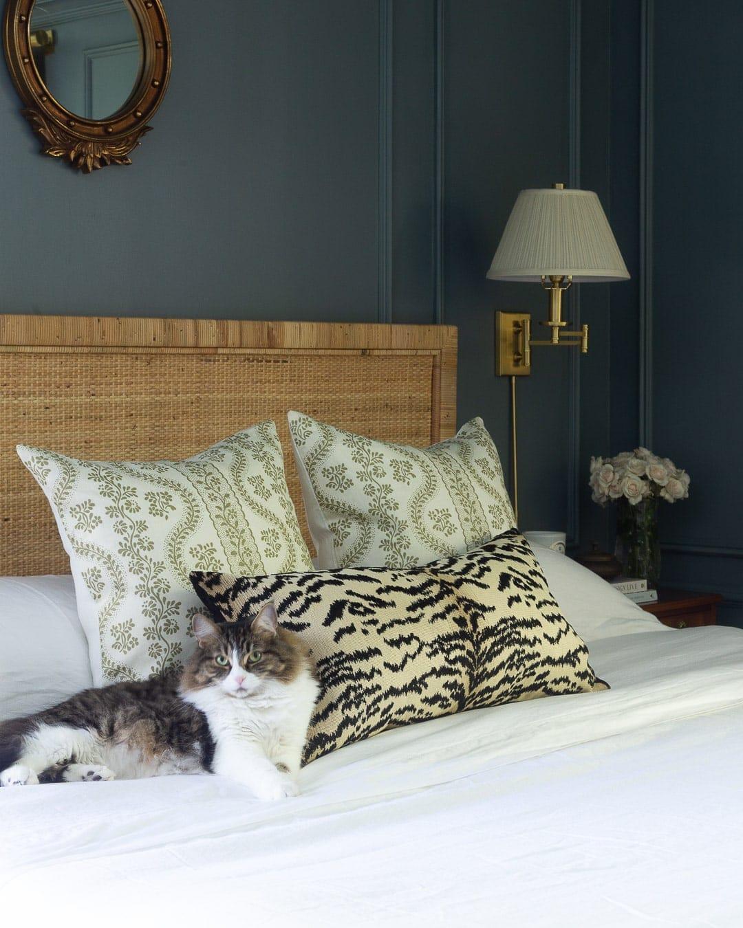 blue-bedroom-design-traditional-modern-grandmillennial
