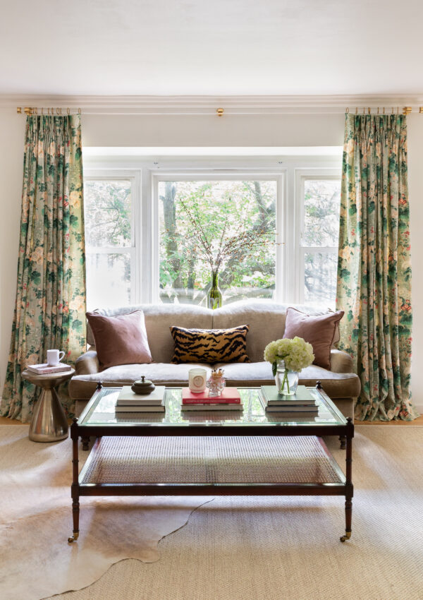 traditional-modern-living-room-lucite-curtain-rod-lee-jofa-drapes