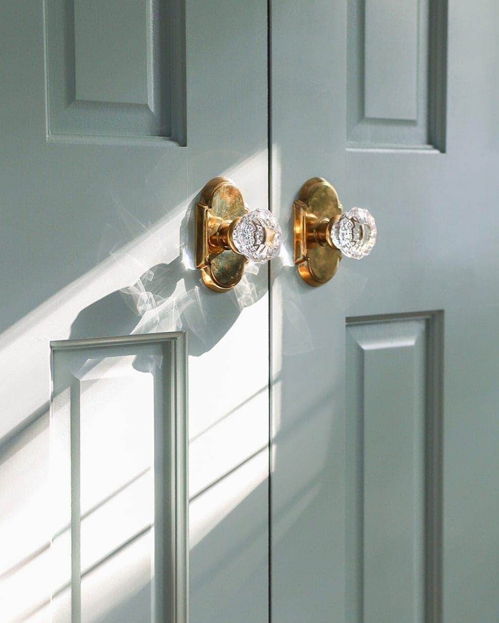 emtek-unlacquered-brass-astoria-doorknobs