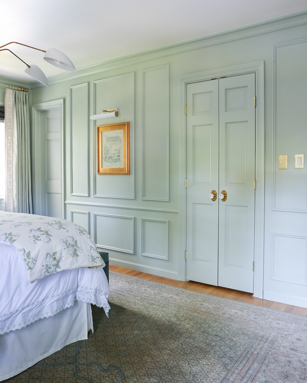 wall-molding-design-ideas-bedroom-green-blue-paint-inspiration