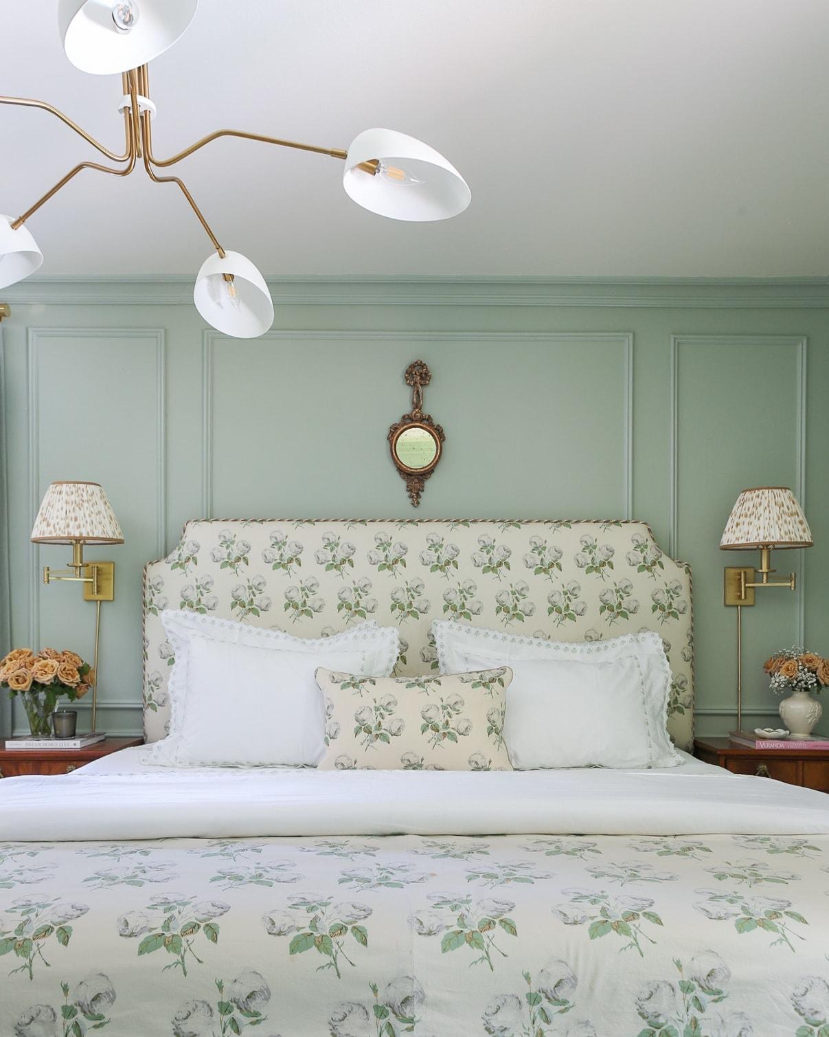 colefax-fowler-bowood-bedroom-design-inspiration-ideas-grandmillennial