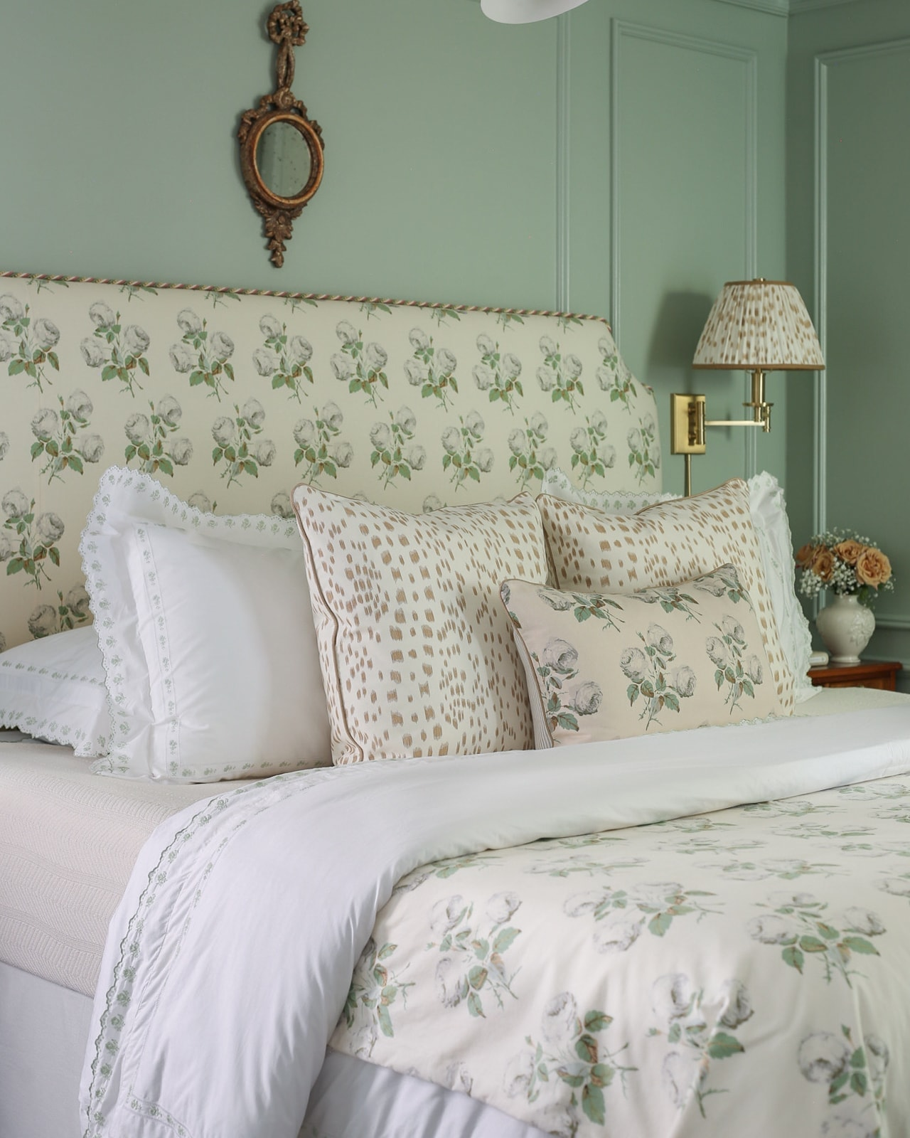 les-touches-bowood-bedroom-design-pillows-traditional-bedroom