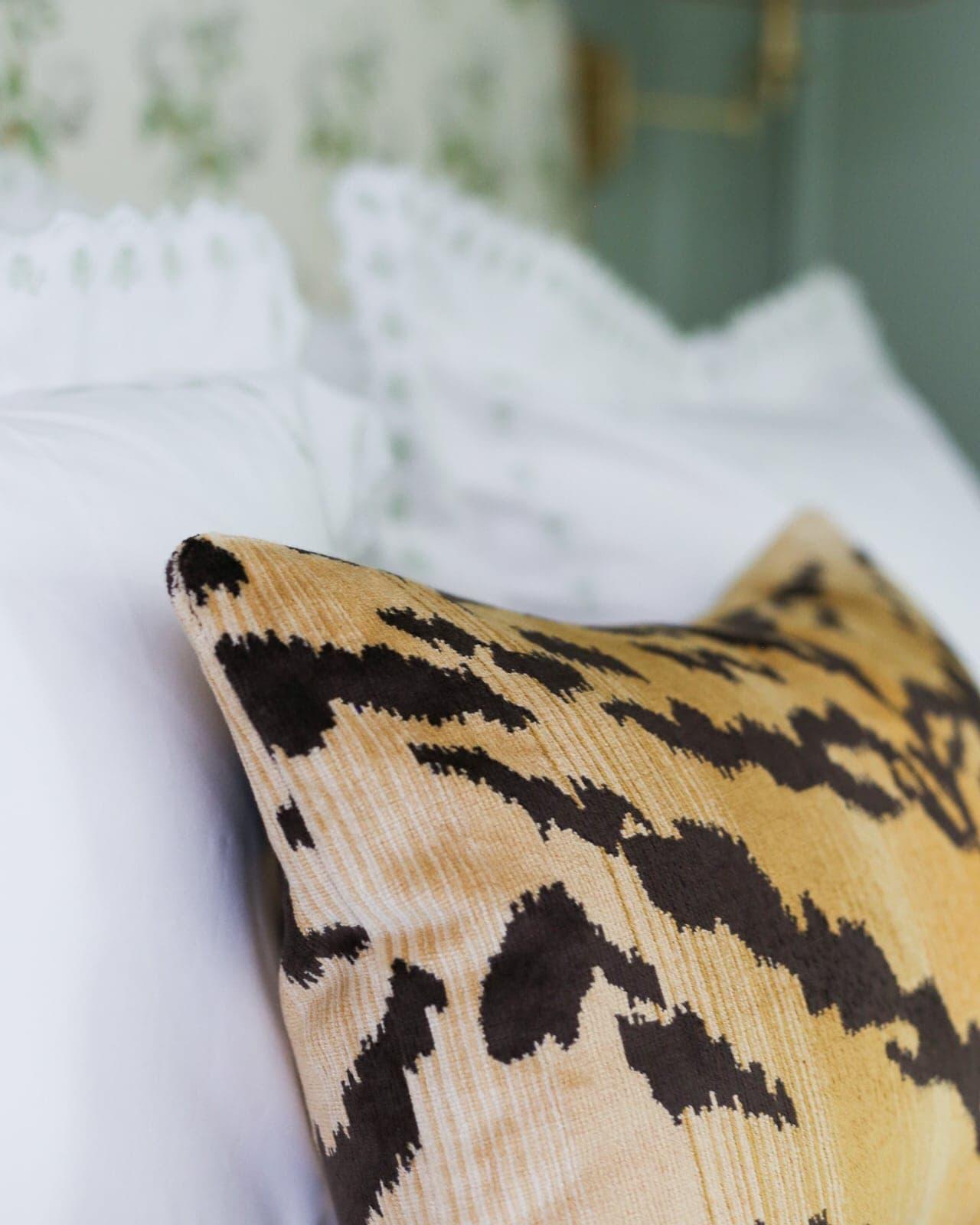 le-tiger-velvet-pillow