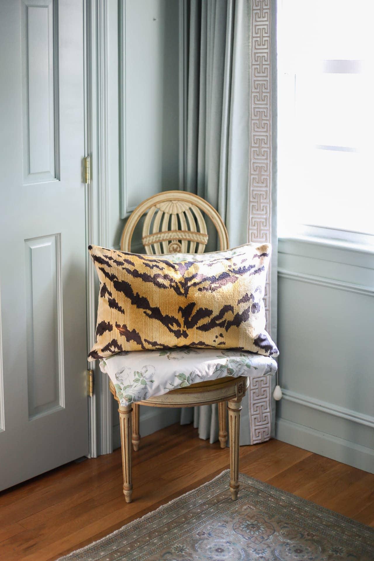 le-tigre-tiger-velvet-pillow