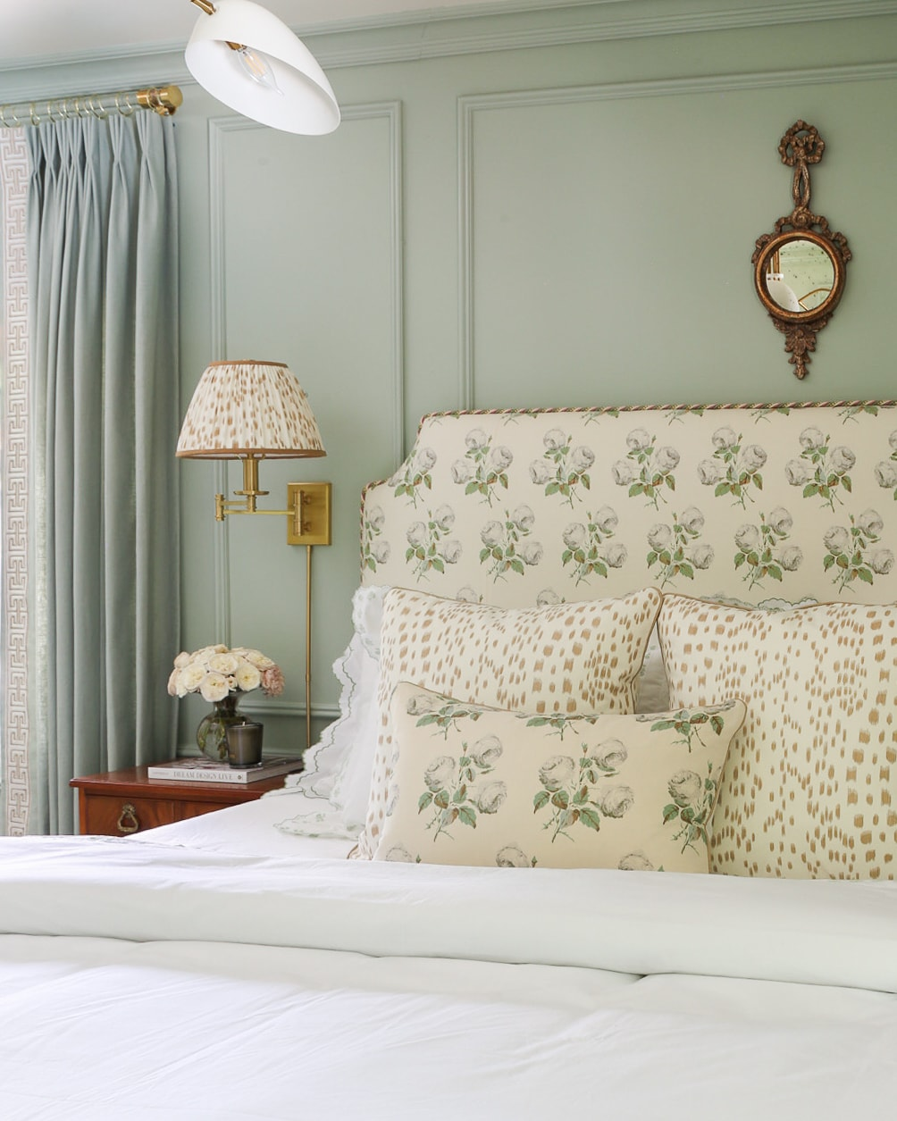new-traditional-bedroom-design-ideas-a-glass-of-bovino
