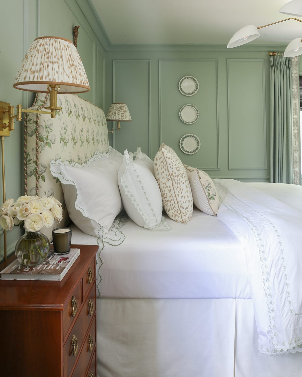 bowood-bedroom-grandmillennial-style