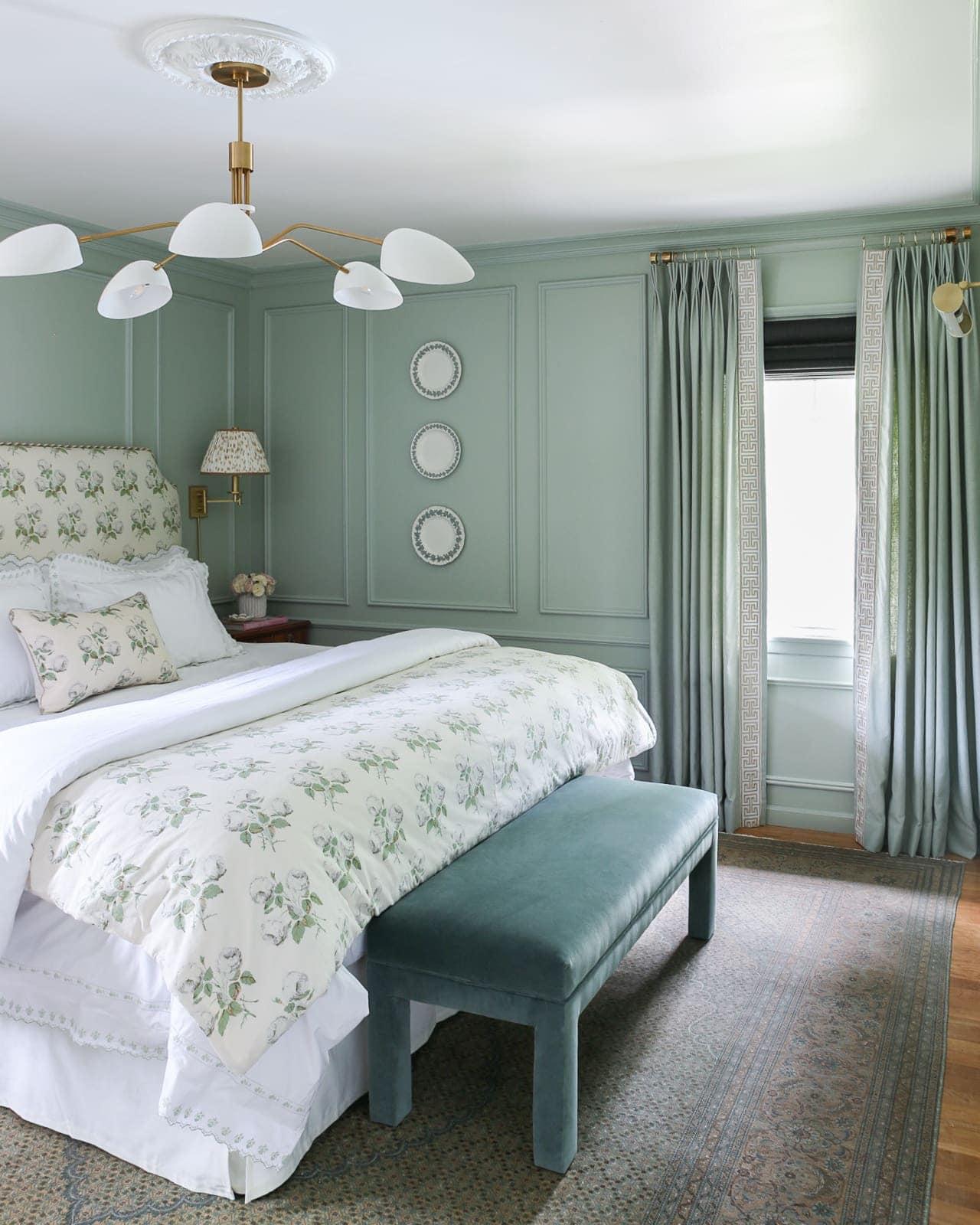 grandmillennial-bedroom-blue-green-walls