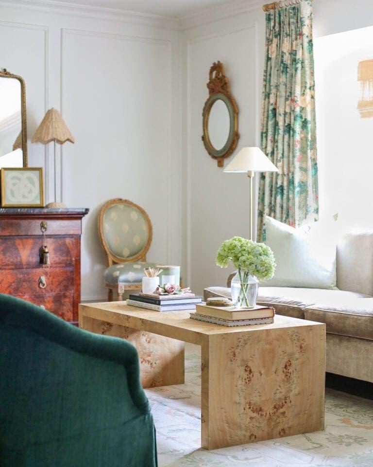 grandmillennial-living-room-modern-traditional
