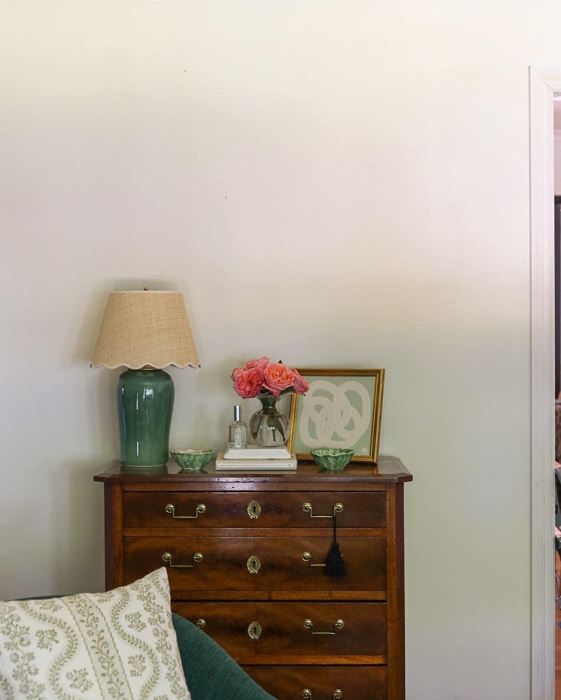 living-room-chest-styled-vignette